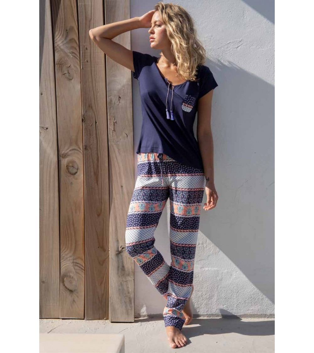 Admas straps pajamas with retro motifs